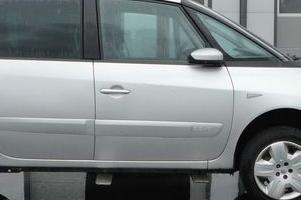 szary minivan